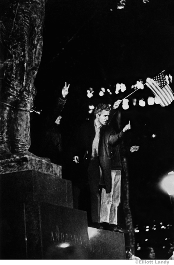 030 Pro-war demonstrator, Bryant Park, NYC, 1968