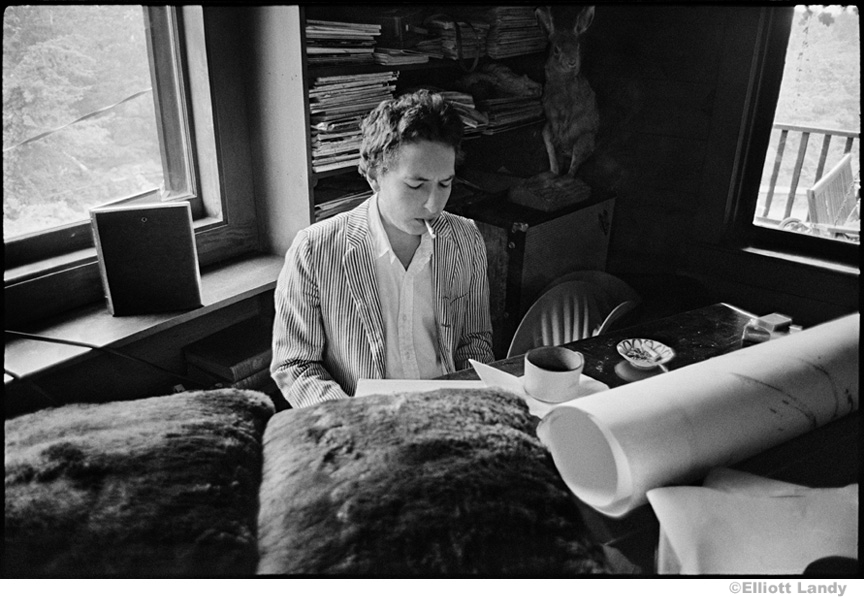 322 Bob Dylan in his living room, Byrdcliffe home, Woodstock, NY, 1968