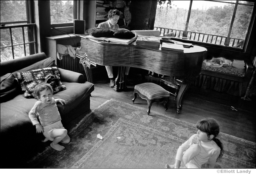 323 Bob Dylan with his children Jesse and Maria Dylan, Byrdcliffe home, Woodstock, NY, 1968