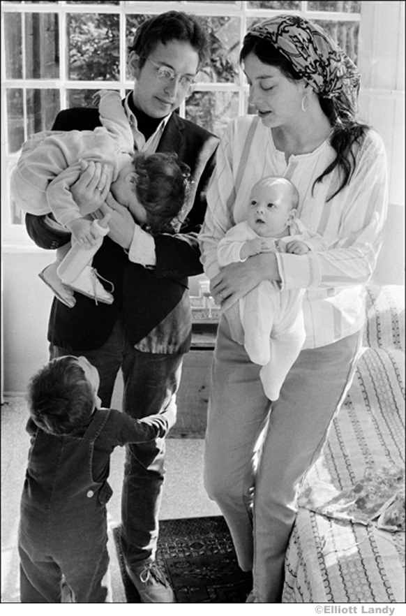 326 Bob Dylan, Sara Dylan, Jesse, Anna, and Sam Dylan at home, Byrdcliffe, Woodstock, NY, 1968