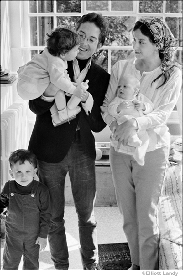 327 Bob Dylan, Sara Dylan, Jesse, Anna, and Sam Dylan at home, Byrdcliffe, Woodstock, NY, 1968