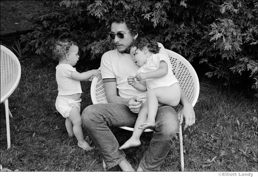 341 Bob Dylan with his children, Sam and Anna Dylan, Ohayo Mountain Road home, Woodstock, NY, 1969