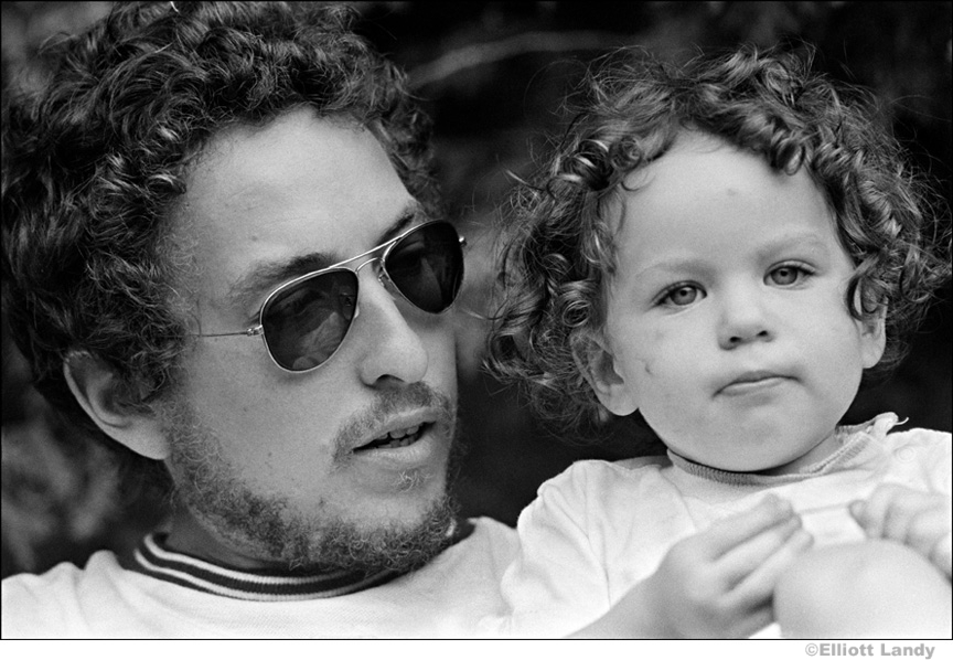 342 Bob Dylan with his daughter Anna Dylan, Ohayo Mountain Road home, Woodstock, NY, 1969
